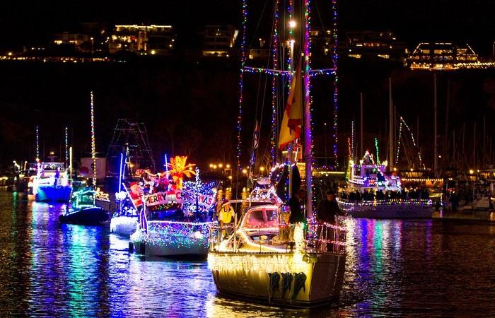 Top 3 Christmas Light Boat Parades